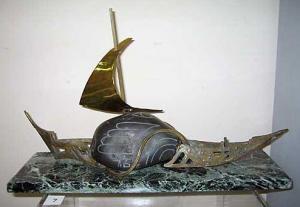 """""""Лодката на смеха"""", камък/бронз/мрамор"""